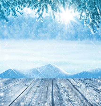 手前の木製のテーブルと冬の背景 写真素材