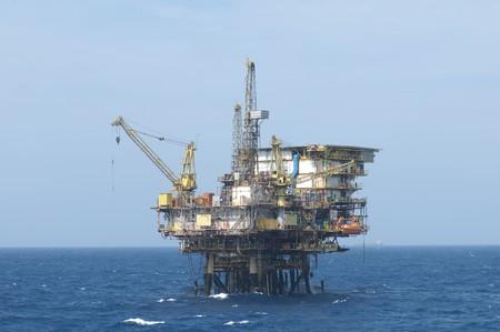 fixed: Plataforma de producci�n petrolera costa afuera. Costa de Brasil.