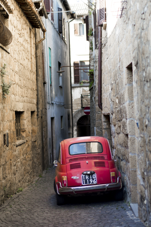 alte: Orvieto - october 2017 - View of the Fiat 500 model in the street