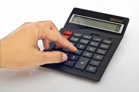 電卓: テーブルの上の女性手押しボタン電卓 写真素材