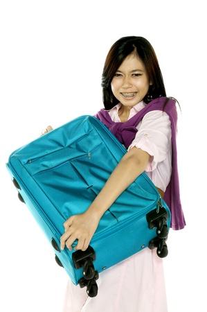 apporter: Belle femme de stress, car porter un sac de voyage lourd