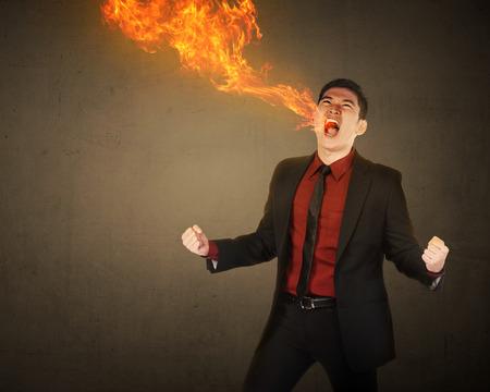 boca: Hombre de negocios que haber aliento de fuego viene de la boca