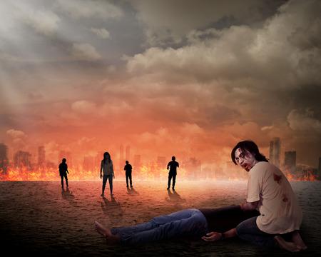 Griezelige zombie eet dode man vlees met de stad op brand achtergrond