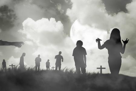 Silhouet groep van zombie lopen onder de volle maan. Het concept van Halloween