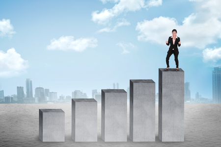 growth concept: Business woman stand on the top of the chart. Business success concept Stock Photo