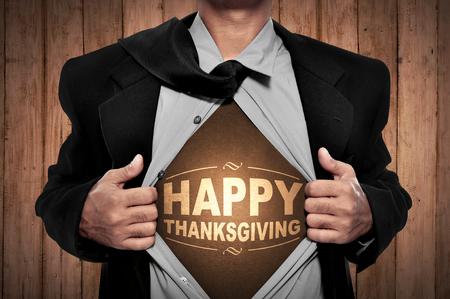 accion de gracias: Hombre de negocios que rasga su camisa en una moda s�per h�roe con la escritura gracias feliz