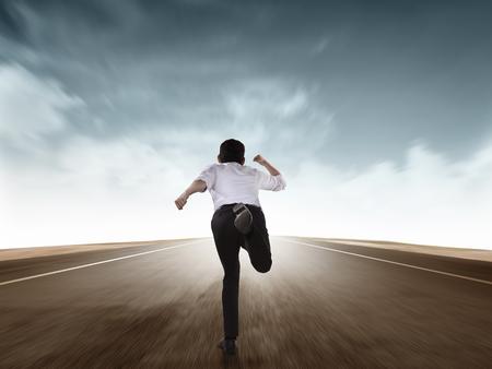 Zurück von Business-Mann läuft mit Motion Blur-Effekt Standard-Bild - 48694458