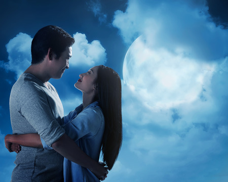 full moon romantic night: Silhouette of couple under full moon. Valentine day concept