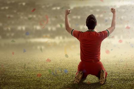 Afbeelding van het winnen voetballer na score in een wedstrijd