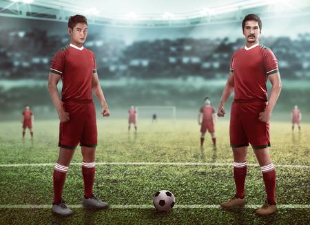 Image de groupe de l'équipe de joueurs de football sur le stade