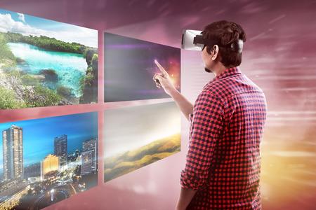 De jonge Aziatische VR-hoofdtelefoon van de mensenslijtage krijgt in virtuele werkelijkheidswereld
