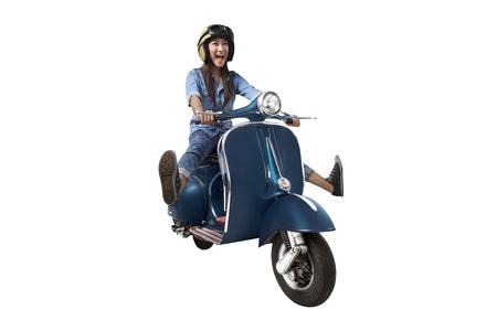Aziatische vrouwen berijdende autoped die over witte achtergrond wordt geïsoleerd Stockfoto - 64316209
