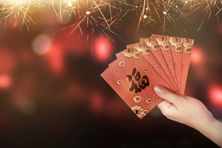 Hand holding red envelope. Chinese new year concept Standard-Bild