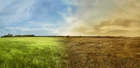 Paesaggio del campo di prato con il concetto di ambiente mutevole di cambiamento climatico Archivio Fotografico - 70678075