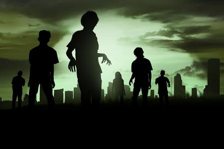 夜に墓地を歩いてゾンビのシルエット 写真素材