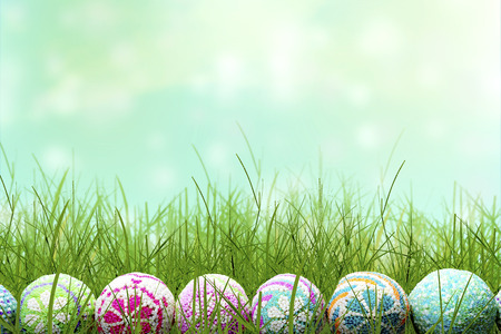 Row of Colorful easter eggs on the green grass. Happy Easter Imagens