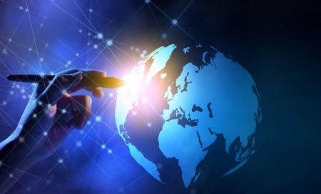 Mano de negocios con marcadores tocando un globo en la pantalla virtual con fondo de red de internet. Concepto de tecnología digital