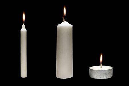 Die Reihe der Kerzenvariationen für Halloween auf schwarzem Hintergrund