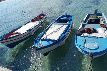 mondello: vecchia barca da pesca a Mondello, Palermo Italia