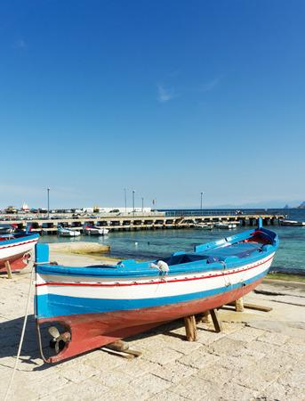 mondello: vecchia barca fixhing a Mondello, Palermo Italia Archivio Fotografico
