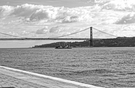 photo of  25 de Abril Bridge over the Tagus River