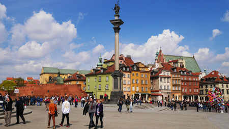 oldtown: Old Town in Warsaw, Poland. The Royal Castle and Sigismunds Column called Sigismunds Column Editorial
