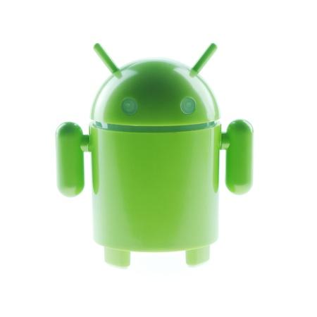 operante: Isolare giocattolo verde come sistema operativo Android Editoriali