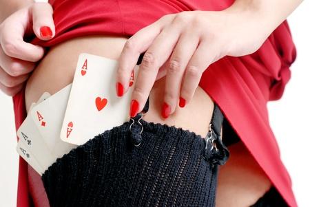 cartas de poker: mujer sexy tiene cartas de p�quer en sus reservas