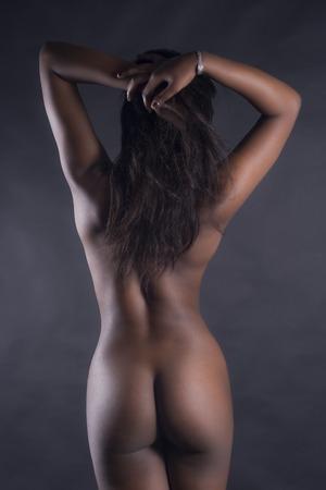 femme noire nue: Vue arri�re de Sexy Nude Black Woman sur fond blanc