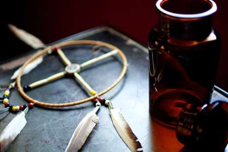 Roda de medicina e garrafa tônica