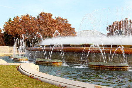 espanya: Magic Fountain of Montjuic near the National Palace of Art of Catalonia in Barcelona.