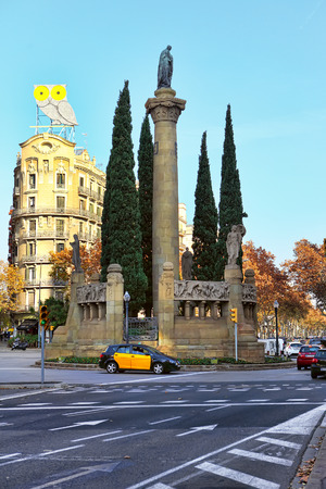 espanya: BARCELONA, SPAIN - december 11, 2015: Monument of Jacint Verdaguer at Verdaguer square, Barcelona, Spain