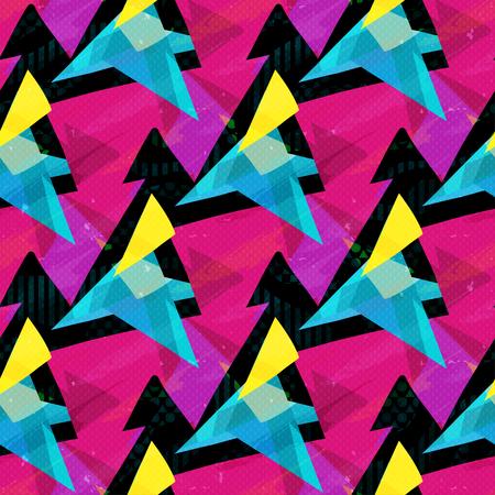 triángulos rosa azul y amarillo sobre un fondo negro de patrones sin fisuras Foto de archivo