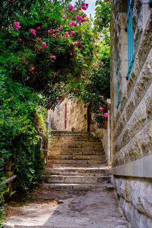 Old streets of ancient village Ein Karem, Israel Imagens