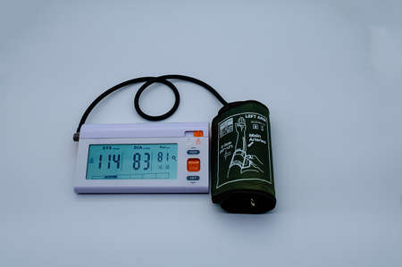 Electronic tonometer. A device for measuring blood pressure