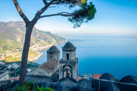 Church in Ravello village, Amalfi coast of Italy. Banque d'images