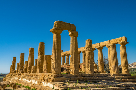Temple of Juno. Valley of the Temples in Agrigento on Sicily, Italy Imagens - 116342199