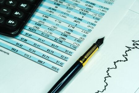 Financial analysis - income statement, fountain pen. Financial accounting stock market graphs analysis. Financial business planning, Balance the investment portfolio Banco de Imagens