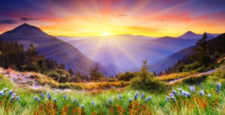 "wschód słońca: Majestic zachód sÅ'oÅ""ca w krajobrazie gór. Obraz HDR"
