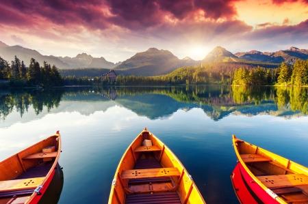Górskie jezioro w Parku Narodowym Tatrach Dramatycznym overcrast nieba Strbske Pleso, Słowacja, Beauty World Europe
