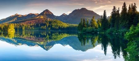 Górskie jezioro w Parku Narodowym Wysokich Tatr. Szczyrbskie Pleso, Słowacja, Europa. Świat Beauty.
