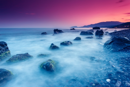 Majestic Sommer Sonnenuntergang über dem Meer. Dramatischer Himmel. Krim, Ukraine, Europa. Beauty Welt.