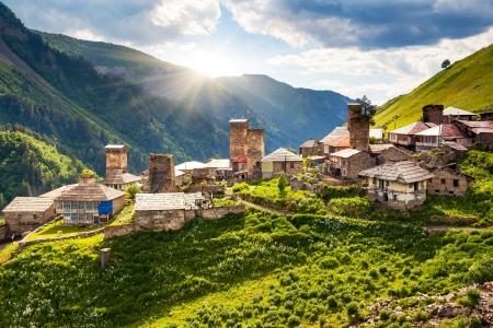 Uitzicht op het dorp Adishi. Upper Svaneti, Georgië, Europa. Bergen van de Kaukasus. Beauty wereld. Stockfoto