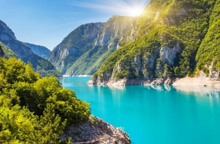 환상적인 저수지 PIVA 캐년. 몬테네그로, 발칸 반도, 유럽. 뷰티 세계.