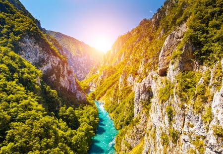 De beroemde Piva Canyon met zijn fantastische reservoir. Nationaal park Montenegro en Bosnië en Herzegovina, Balkan, Europa. Beauty wereld. Stockfoto