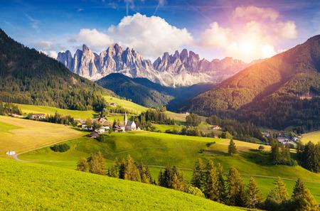 국립 공원 Puez 패스트볼 또는 가이슬러의 성 막달레나 또는 산타 레나의 시골보기는 정상. 숙박료, 사우스 티롤. 위치 차노, 이탈리아, 유럽. 극적인 아 스톡 콘텐츠