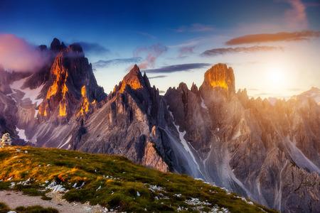 Prachtig uitzicht op de top Cadini di Misurina range in het Nationale Park Drei Zinnen. Dolomieten, Zuid-Tirol. Locatie Auronzo, Italië Stockfoto - 44978786