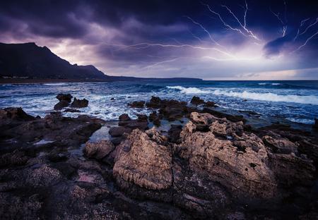 Fantastisch uitzicht op het natuurgebied Dello Zingaro. Dramatische ochtend scène in Cape San Vito. Sicilia, Italië Stockfoto - 48985426