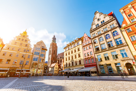 Fantastic view of the ancient homes on a sunny day. Gorgeous picture and picturesque scene. Location famous Market Square in Wroclaw, Poland, Europe. Historical capital of Silesia. Beauty world. Zdjęcie Seryjne