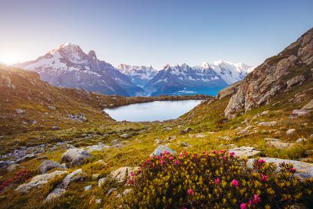 ラック ・ ブランのモンブラン氷河の景色。人気の観光スポット。絵と豪華なシーン。場所は、自然保護区エイギールズ ルージュ、アルピグライエ